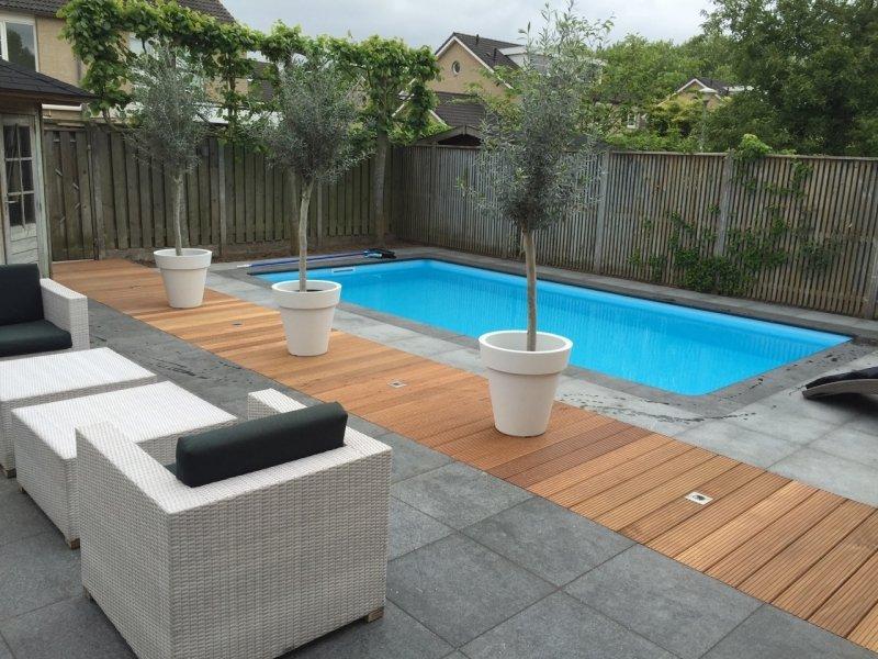 Buiten zwembad in de tuin for Inbouw zwembad compleet