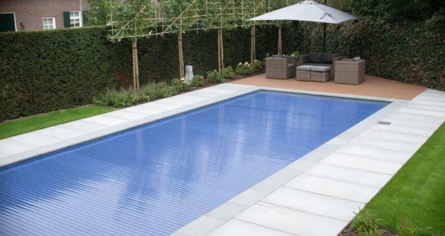 Zwembad afdekken met lamellen of overkapping